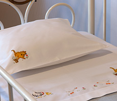 LINENS: Flatsheet, fitted sheet and pillow case